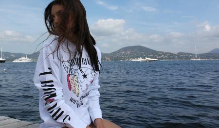 SansRival - woman wearing white longsleeve - bull style - Saint Tropez
